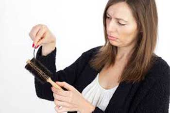 اصلیترین دلایل ریزش مو در دختران جوان +درمان