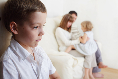 عواقب فرق گذاشتن بین فرزندان!