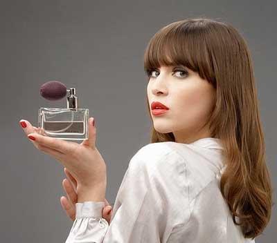 8 ترفند عطر زدن زنان همیشه خوشبو!!