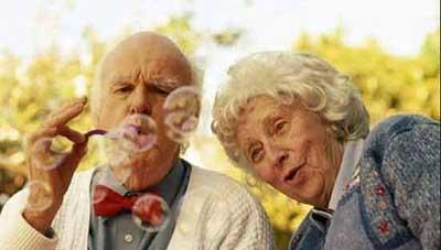چگونه سالمندان را دلبسته زندگی نگه داریم؟
