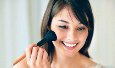 چگونه یک آرایش ساده و جذاب انجام دهیم؟